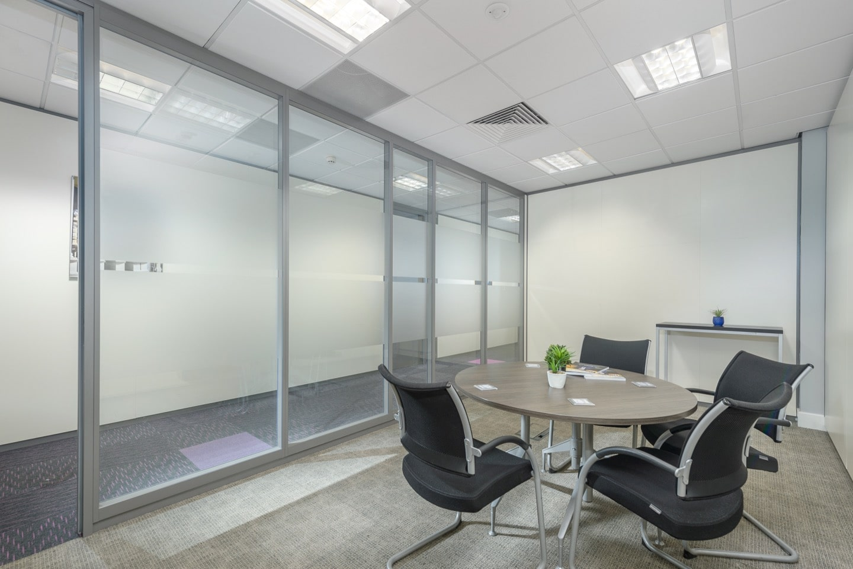 small meeting room qora